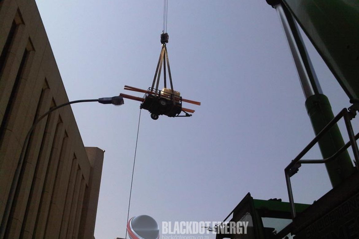 Crane lift for rooftop installation
